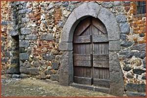 medieval_wooden_door